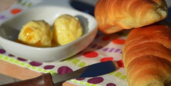 pain beurre croissant pêche érable